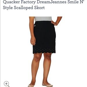Quacker Factory Smile N' Style Scalloped Skort xl